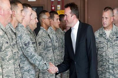 В США, наконец, решились назначить открытого гея на должность министра Сухопутных войск