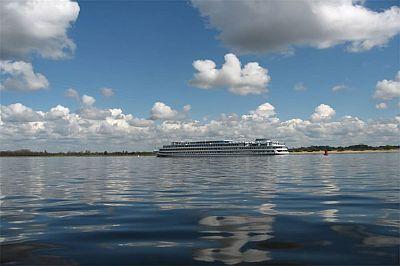 Владимир Путин порекомендовал перевозчикам активнее использовать потенциал русских рек