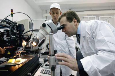 """""""Серьезные деньги"""" пообещал Медведев на развитие микроэлектроники"""