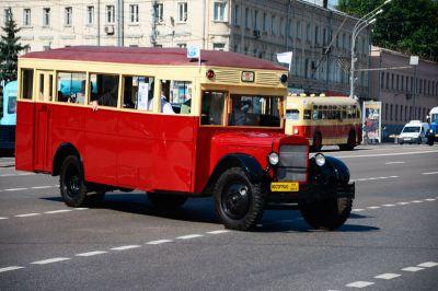 Ограничения движения введут в российской столице свечера пятницы из-за праздника автобуса