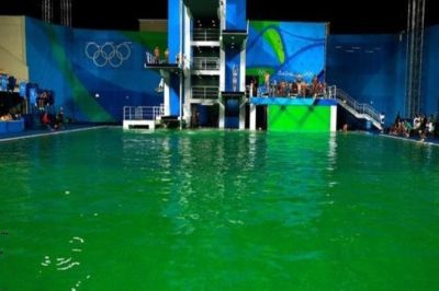 Вода водном изолимпийских бассейнов Рио-де-Жанейро окрасилась взеленый цвет