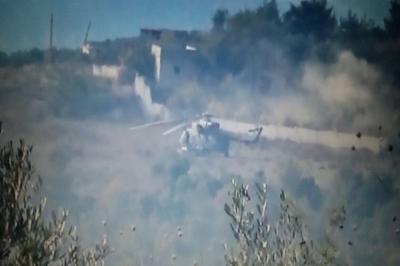Еще один российский вертолет был сбит боевиками в Сирии Еще одно трагическое сообщение пришло с горящего Востока. Вертолет, доставивший питание и необходимые вещи для мирных жителей, попавших в окружение боевиков, сбит терористами. В вертолете, кроме троих членов экипажа, возвращались в Хмеймим два офицера из штаба Центра примирения сторон. Вертолет сбили с земли при обстреле. Соболезнование семьям погибших выразил пресс-секретарь президента Дмитрий Песков. Он отметил, что смерть летчиков была героической. Пилоты Ми-8 уводили подбитую машину подальше от населенных пунктов, чтобы меньше смертей случилось на земле.  Вертолет был подбит в районе города Идлибе. Члены экипажа успели доставить жителям Алеппо гуманитарный груз и при возвращении на базу были подбиты боевиками.