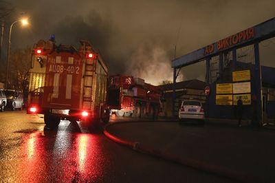 Следователи изымают документацию усобственника сгоревшего в российской столице склада