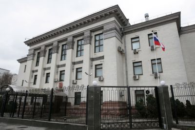 ВКиеве усилена охрана русского посольства