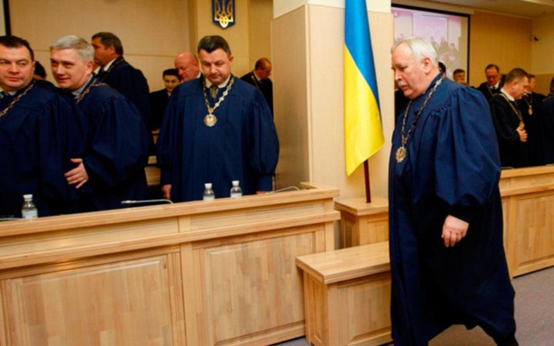 Всех основных судей страны уволили одним заседанием Рады!