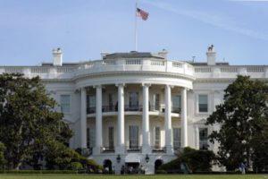 Белый дом старается смягчить санкции, которые возможно применят к России и Ирану в ответ на их политику в Сирии.