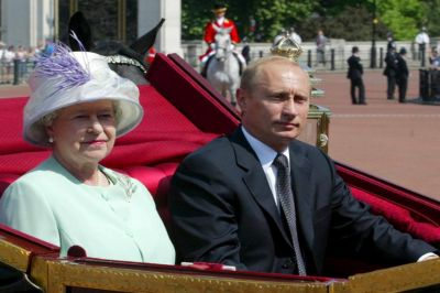 Великобритания не может воспринимать Россию как равную себе державу и общаться с ней на равных