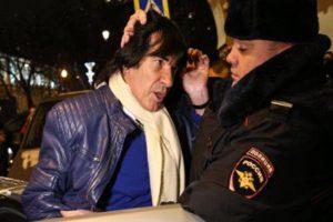 спецоперация по задержанию известного французского музыканта была организованна за считанные минуты.