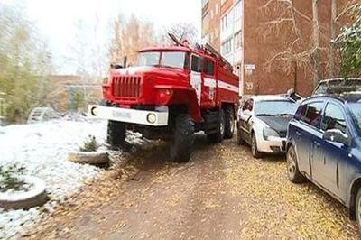"""Службам быстрого реагирования могут разрешить""""идти на таран"""" неправильно припаркованных авто"""