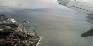 На сочинский пляж море выбросило фрагменты разбившегося самолета Ту-154