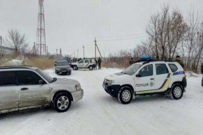 Националисты перекрыли трассу на Донецк, чтобы приблизить торговой блокадой свою победу