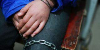 Мужчина сообщает в соцсетях, что он взял в заложники собственную семью, чтобы спастись от преследования