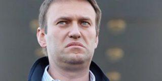Алексея Навального, прибывшего в Уфу, забросали яйцами