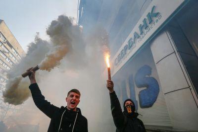 """Руководство """"Сбербанка"""" утверждает, что его клиенты от санкций не пострадают"""