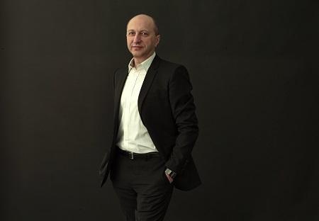 Известный танцовщик и хореограф Эльдар Алиев