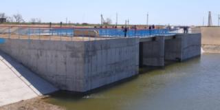 Задача выполнена — дамба, преграждающая поступление воды на Крымский полуостров, построена