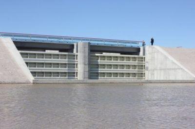 Задача выполнена - дамба, преграждающая поступление воды на Крымский полуостров, построена