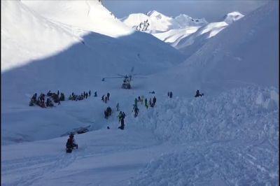 На Камчатке спасатели откопали из-под снега тела отца и сына
