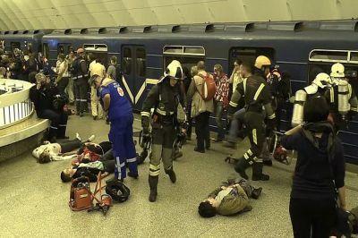 Теракт в России, террористы подорвали поезд метро Сакт-Петербурга