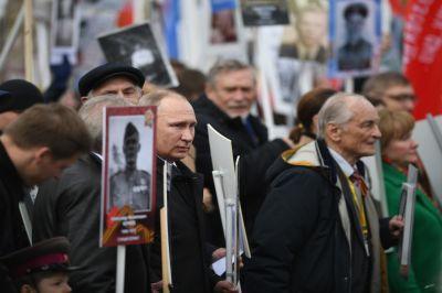Во главе колонны «Бессмертного полка» встал лидер государства Владимир Путин