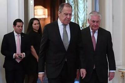 Тиллерсон, отвечая на вопросы журналистов, будет ли перезагрузка российско-американских отношений, сказал, что по его мнению, выражение «перезагрузка» последнее время употребляется часто и не к месту. Госсекретарь уверен, что так просто это не делается, так как существует прошлое с определенными событиями, которые нельзя стереть и начать все с чистой страницы. Тиллерсон отметил, что начинать придется с той страницы, на которой остановились. Госсекретарь подчеркнул, что сегодняшний уровень взаимоотношений между США и Россией «не полезен» для всех и для мира. И многие это видят и понимают. Нет в этом пользы и для американцев, для национальной безопасности Соединенных Штатов – слишком низок уровень отношений. Тиллерсон пока не уверен, что это можно быстро исправить. «Будущее покажет», - подытожил сказанное госсекретарь.