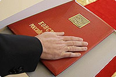 Президент РФ предложил Думе подумать над текстом присяги, которую будет произносить человек, принимающий гражданство РФ