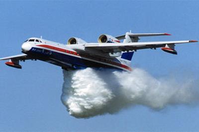 В Иркутской области во время тушения пожара сами пожарные едва ни стали жертвами разбушевавшейся стихии