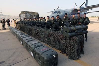 """Порошенко ожидает, что в ближайшее время США поставят на Украину """"оборонное"""" вооружение"""