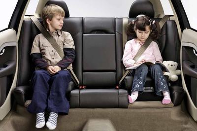 Премьер подписал документ о наказании лиц, оставивших ребенка одного в салоне припаркованного автомобиля
