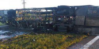 Из двадцати восьми пассажиров загоревшегося автобуса Neoplan выжили 15 человек