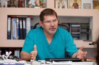 Александр Чернявский, возглавляющий Центр хирургии аорты, коронарных и периферических артерий,