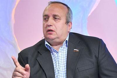 Клинцевич прокомментировал попытку Турчинова перекрасить войска РФ