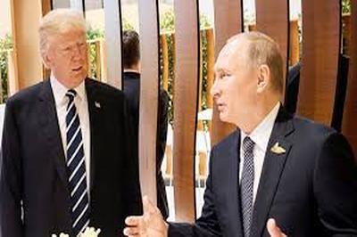 """Трамп и Путин успели обменяться мнениями в короткой встрече """"на ногах"""""""