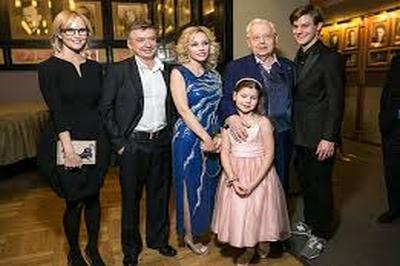 Экстренная операция понадобилась госпитализированному накануне Олегу Табакову
