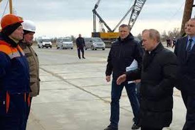 В Крыму надеются, что менее чем через год по новому Крымскому мосту проедет Путин