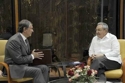 Руководитель «Роснефти» встретился сРаулем Кастро наКубе
