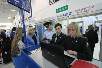 На новогодние каникулы в аэропортах пассажиров будут встречать судебные приставы