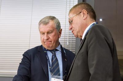 Прокурор требует для Улюкаева 10 лет с конфискацией, а Улюкаев просит проверить показания Сечина