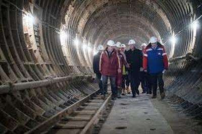 Больше чем двадцать станций метро планирует открыть в этом году столичная мэрия.