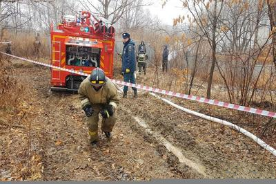 Дальневосточное отделение Следственного комитета РФ подтвердило гибель шести членов экипажа вертолета Ми-8, принадлежащего авиакомпании «Восток». Следствие выяснило, что цель полета состояла в получении навыков управления экипажами вертолетов, но по каким-то причинам была задета вышка на окраине Хабаровска. Падение вертолета зафиксировано в 11:30 по времени Дальневосточного региона. Он упал на в районе перекрестка, где проходят улицы Антенная и Хирургическая.  В центре медицинских катастроф по Хабаровскому краю главврач Павел Курнявка подтвердил, что в кабине вертолета находились шестеро пилотов, которые погибли при жесткой посадке Ми-8. Следствие рассматривает три версии причин случившегося: технические неполадки, ошибка пилота и погодные условия. На месте падения работает следственная группа. Уже найдены два черных ящика с разбившегося вертолета.