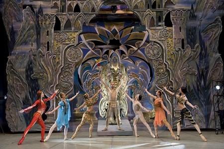 на канале НТВ в проекте «Ты супер! Танцы» выступала азербайджанская пара, Илькин Гусейнов и Севиндж Бехбудова