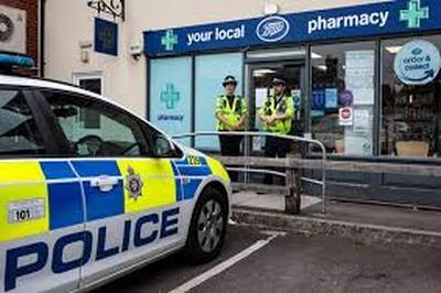 Британская пресса сообщает, что полиция уже установила личность, отравивших Скрипалей в Солсбери
