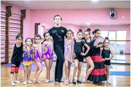 Известный азербайджанский танцор, главный тренер Международной академии гимнастики, акробатики и танца «SanSara» и Бакинской школы гимнастики и танца «Zabradance» Фарид Казаков