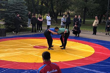 Азербайджан нашел новых друзей в московском парке