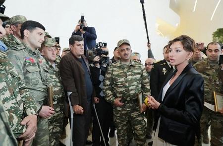 Первого вице-президента Мехрибан Алиевой