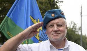 старший сержант ВДВ в отставке Сергей Миронов поздравил десантников