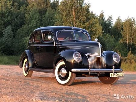 Ford V8 De Luxe Fordor Sedan